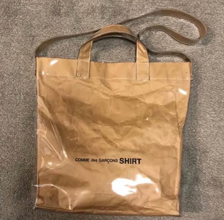 e9802407106a メルカリ - 確実正規品 新品 コムデギャルソンシャツ PVC トートバッグ ...